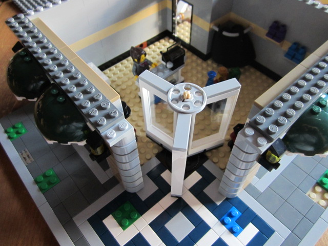 Lego 10211 p11