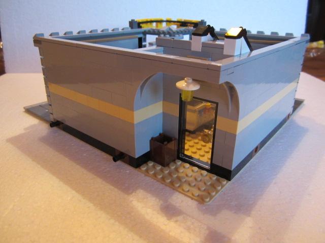 Lego 10211 p21