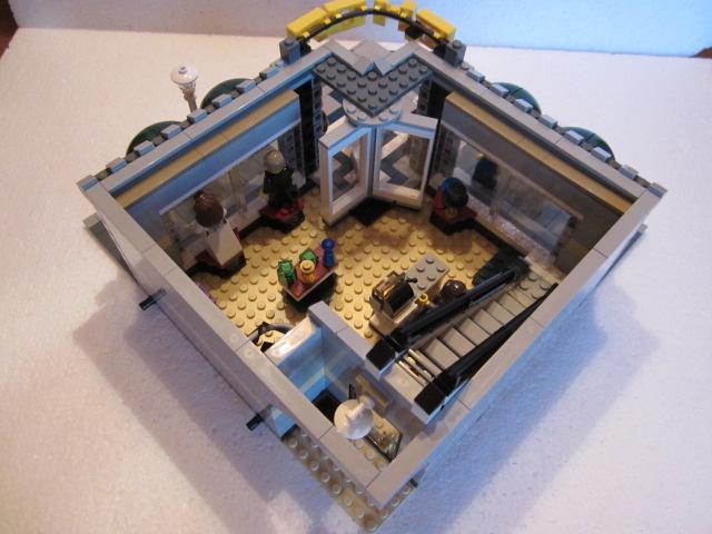Lego 10211 p22