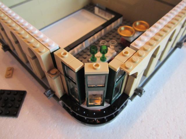 Lego 10211 p24