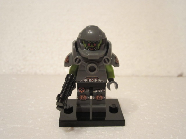 Minfig série 9 space ork 2