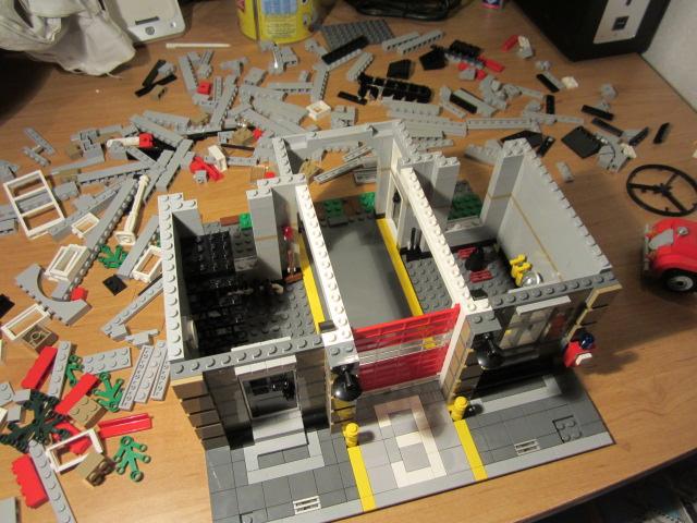 Lego 10197 p14