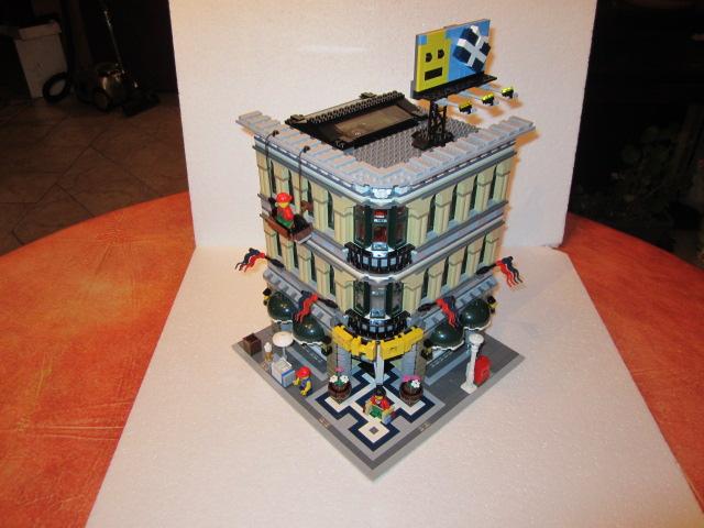 Lego 10211 p38