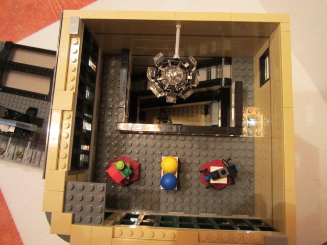 Lego 10211 p42